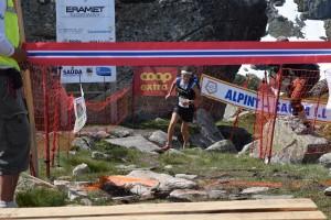 Stian Øvergaard Aarvik kom alene til mål og vant Hovlandsnuten Opp, akkurat som han gjorde det i fjor. Foto: Nils Tungland.